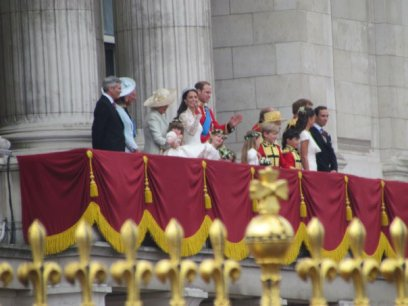 See that yellow hat? That's the queen!